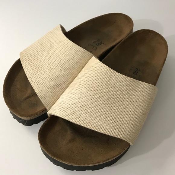 dea108cb061 Birkenstock Shoes - Birkis Birkenstock off white shoe sandal women s 6
